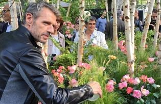 Lambert_wilson_bapteme_rose_jardin_des_tuileries_jardins_jardin_juin_2015_7.jpg